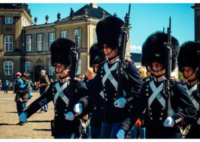 Kopenhaga_Amalienborg_gwardzisci